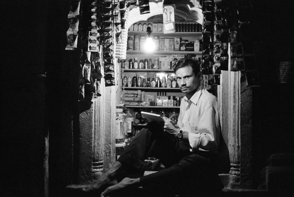 IN ASIA – Shopkeeper (Varanasi, India)